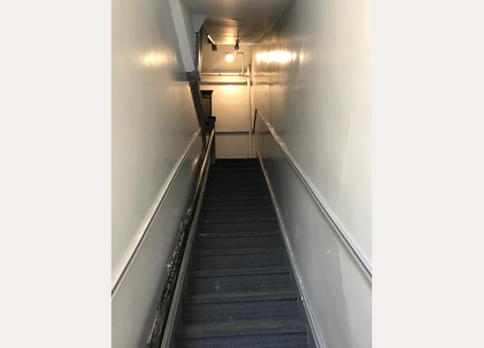 98-18_residential stairway